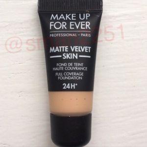 3️⃣ for $25!💛Make Up For Ever Matte Velvet Founda